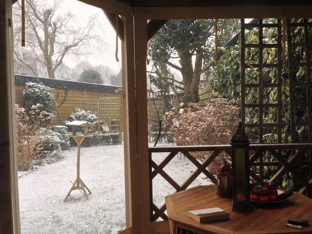 Verandazeilen bij terrasoverkapping sneeuw